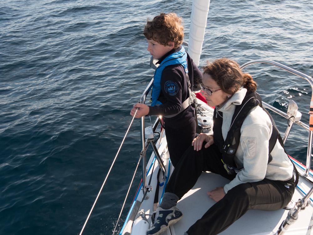 Aksel og Cathrine på delfin-utkikk