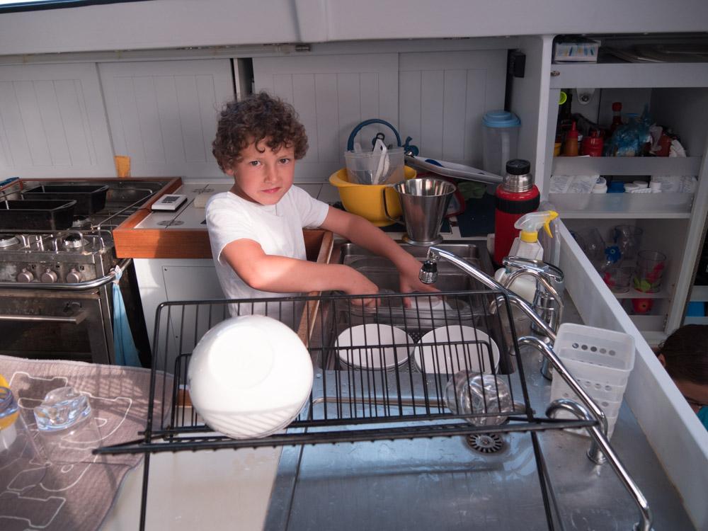 Aksel tar oppvasken