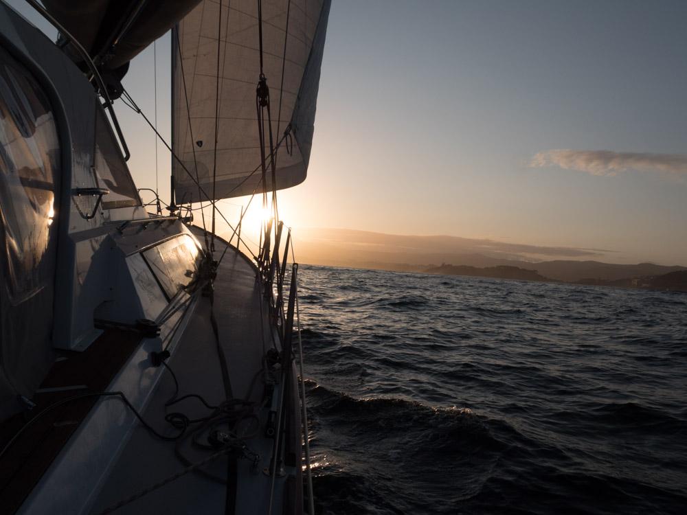 Soloppgang er ofte flott på havet