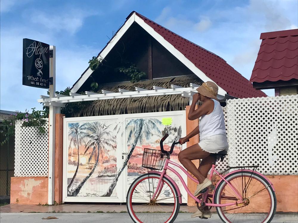 Det avslappede miljø utenfor og hos gullsmeden settes pris på av turister