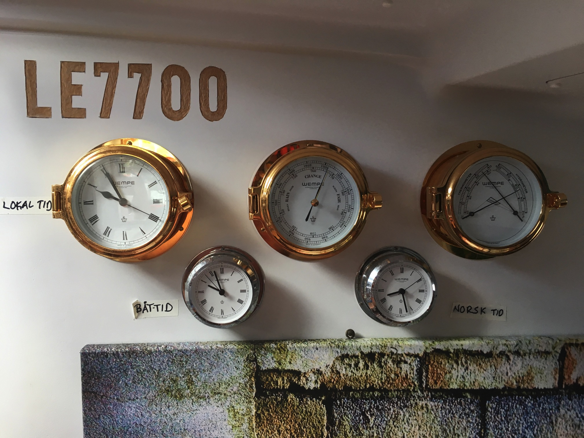 Det er deilig med flere klokker for å holde orden på tiden(e)