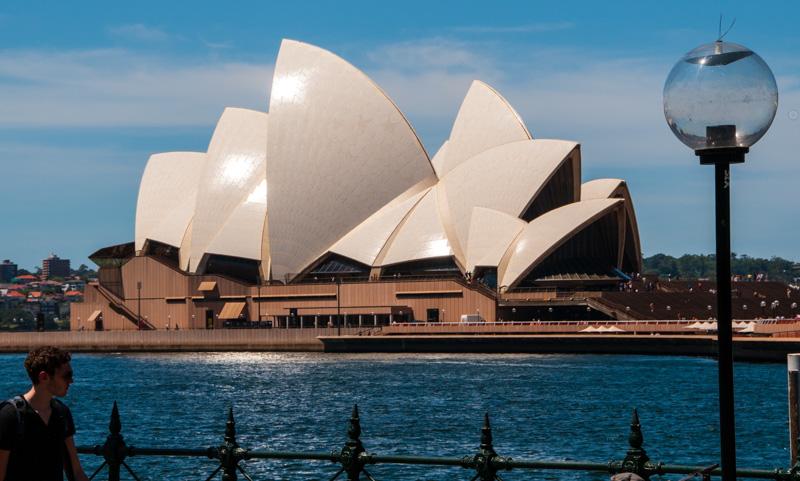 Vi har bestilt billetter til en forestilling i Sydney sitt berømte operahus
