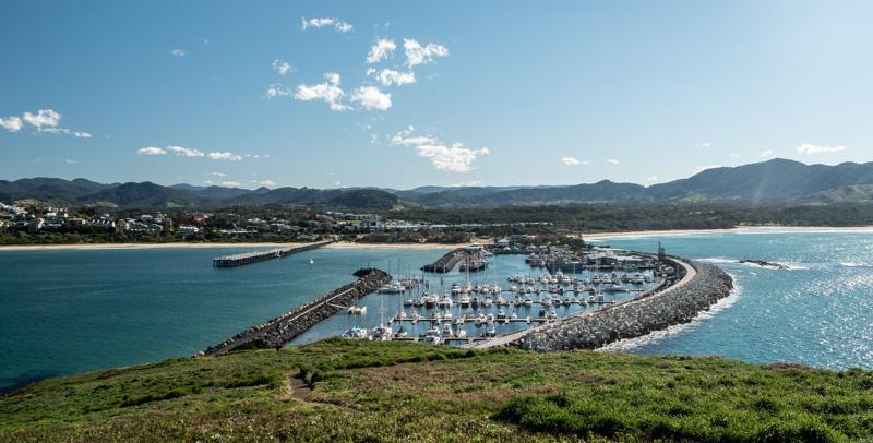 Coffs Harbour er anlagt mellom en liten fuglekoloni og fastlandet